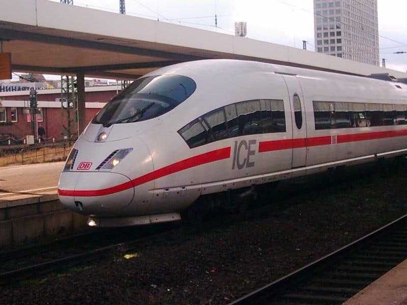 Zugfahrt mit Spitz
